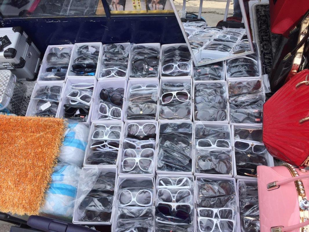 d2a646ac35 OPH - Hamis ruhákat és viperát foglalt le a NAV
